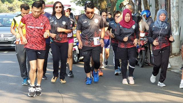 Demi Almamater dan Emak-Emak, Ridwan Kamil Lari Maraton