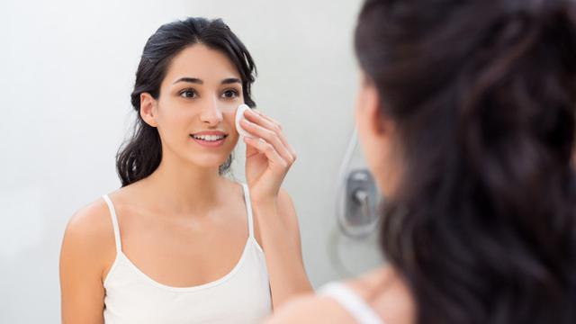 Sering Diabaikan, Ini 5 Bahaya Tidak Membersihkan Makeup Sebelum Tidur -  Hot Liputan6.com