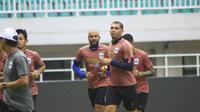 Wallace Costa dan kawan-kawan pada sesi latihan PSIS Semarang jelang laga kontra Tira Persikabo. (Bola.com/Permana Kusumawijaya)