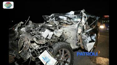 Istri Kapolres Tulungagung AKBP Tofik Sukendar tewas dalam kecelakaan mobil di Tol Surabaya-Mojokerto.