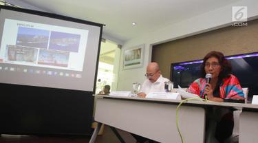 Menteri KKP Susi Pudjiastuti menjelaskan penangkapan kapal buronan interpol, Jakarta, Sabtu (7/4). Tim gabungan dari TNI AL, KKP, dan Polri dibawah koordinasi Satgas 115 berhasil menangkap kapal buronan Interpol STS-50. (Liputan6.com/Angga Yuniar)