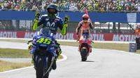 Valentino Rossi mengakui Marc Marquez lebih unggul ketimbang pembalap lain di MotoGP 2018. (MotoGP 2018)