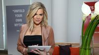 Khloe Kardashian bahkan menyuruh mereka untuk fokus pada dunianya sediri. (CINDY ORD  GETTY IMAGES NORTH AMERICA  AFP)
