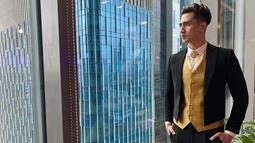 Verrell Bramasta sendiri cukup aktif mengunggah gaya penampilannya melalui akun Instagram. Bahkan, tak jarang pula ungghan Verrell saat menggunakan setelan jas ini menuai pujian netizen. (Liputan6.com/IG/@bramastavrl)