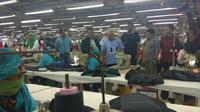 Ketua KEIN Soetrisno Bachir saat meninjau pabrik tekstil di Bogor pada Sabtu (8/9/2018) (Foto:Liputan6.com/Achmad Sudarno)