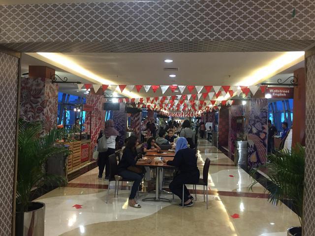 Pengunjung bisa mencicipi berbagai makanan khas nusantara di PIM tanpa harus keliling Indonesia dulu/copyright Vemale.com/Anisha SP