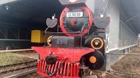 Replika Kereta si Gomar yang dipampang di dekat bengkel Kereta Api Stasiun Cibatu Garut (Liputan6.com/Jayadi Supriadin)
