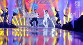 """Boy Band asal Korea Ateez menghibur penonton pada Konser """"Smartfren Wow"""" di Istora Senayan, Jakarta, Jumat (20/9/2019). Konser yang bertajuk """"Raih Mimpi Bersama Smartfren"""" itu menampilkan sejumlah artis nasional dan internasional. (Liputan6.com/Herman Zakharia)"""