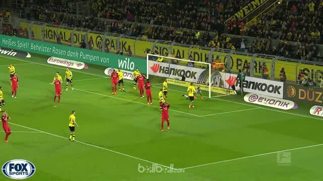 Borussia Dortmund terus menjaga persaingan dengan Schalke di urutan kedua klasemen Bundesliga setelah berhasil meraih kemenangan t...