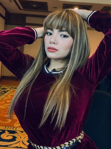 Dinar Candy (https://www.instagram.com/p/BwRMalMhA-f/)