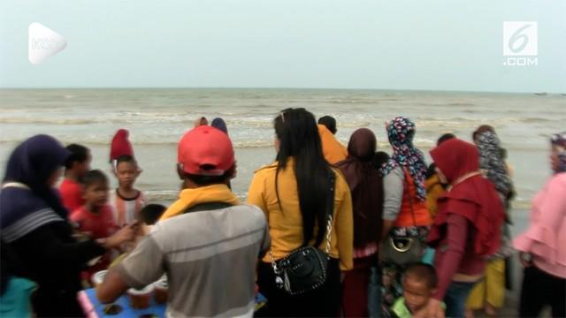 Mendadak daerah Tanjung Pakis ramai didatangi ratusan warga ramai dari karawang serta luar daerah lainnya, hanya untuk melihat lokasi jatuhnya pesawat.