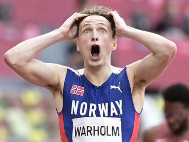 Karsten Warholm merebut medali emas lari gawang 400 meter sekaligus memecahkan rekor dunia di Olimpiade Tokyo. (Foto: AFP/Javier Soriano)