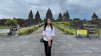 Reisa Broto Asmoro berbagi pengalaman ketika mengunjungi Candi Prambanan di masa pandemi Covid-19. (dok. Instagram @reisabrotoasmoro/https://www.instagram.com/p/CMGQbAFDdX6/)