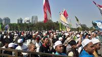 Majelis Rasulullah SAW memperingati hari kelahiran Nabi Muhammad di Monas. (Merdeka.com/Tri Yuniwati Lestari)