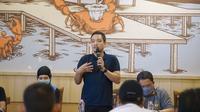 CEO PSIS Semarang, Yoyok Sukawi memimpin sarasehan dengan para suporter, Sabtu (25/7/2020). (Ofisial PSIS Semarang)