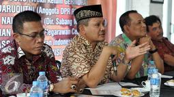 Khatibul Umam Wiranu (kedua kiri) menyampaikan pandangannya dalam diskusi Publik Jokowi vs JK di kawasan Saharjo, Jakarta Selatan, Jumat (8/1/2016). Diskusi ini membahas Isu Resuffle Kabinet Jilid II. (Liputan6.com/JohanTallo)