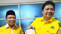 Ketua Umum Partai Golkar Airlangga Hartanto mendemonstrasikan cara kerja aplikasi G4AR. (Liputan6.com/Dian Kurniawan)