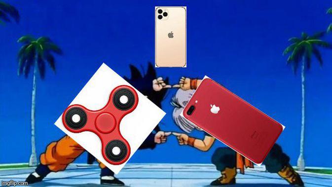 iPhone 11 Pro dan iPhone 11 Max merupakan paduan mainan spiner dan iPhone. (Sumber: Twitter @mad_charmander)