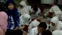 Siswa SD di Lamongan mengikuti ujian di rumah warga, karena sekolah kebanjiran.