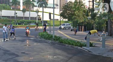 Aktivitas warga di Bundaran HI, Minggu (15/3/2020). Hari bebas kendaraan bermotor (HBKB) atau car free day (CFD) di sepanjang Jalan MH Thamrin dan Jalan Jenderal Sudirman akan ditiadakan selama dua pekan atau pada 15 Maret dan 22 Maret 2020. (Liputan6.com/Herman Zakharia)