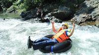 Bupati Bone Bolango saat mencoba adrenalin di wisata arung jeram Longalo River Tubing (Arfandi Ibrahim/Liputan6.com)