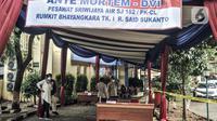 Suasana Posko Ante Mortem DVI untuk identifikasi korban kecelakaan Sriwijaya Air SJ 182 di RS Polri, Jakarta, Minggu (10/1/2020). Keluarga korban Sriwijaya Air SJ 182 mendatangi posko ante mortem untuk memberikan Informasi data primer dan sekunder. (merdeka.com/Iqbal S. Nugroho)