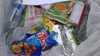 Sampah-sampah yang dikumpulkan dan dikemas untuk dikirimkan kembali ke pengunjung Taman Nasional Khao Yai, Thailand. (dok. Facebook TOP Varavut/https://www.facebook.com/674202746364334/posts/1058561024595169/ Brigitta Bellion)