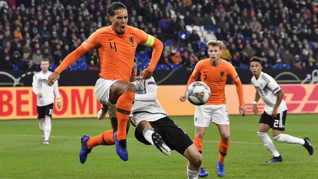 Dukungan Mantan Kapten Liverpool Agar Van Dijk Jadi Pemain Terbaik Premiership