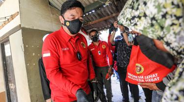 Kepala BIN Budi Gunawan melakukan blusukan di Desa Mekarsari, Kecamatan Ngamprah, Kabupaten Bandung Barat, Jawa Barat.