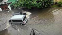 Situasi banjir di kompleks Taman Kedoya Baru Recidence, Ruko Tomang Tol, Jakarta, Senin (9/2/2015). (twitter.com/VannyL0)