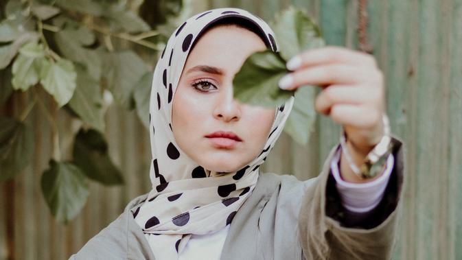 40 Kata Kata Bijak Renungan Untuk Wanita Muslimah Yang Menyentuh Hati Hot Liputan6 Com