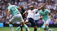 Aksi Lucas Moura saat Tottenham Hotspur berhadapan dengan Inter Milan pada laga ICC 2019. (AFP/Glyn Kirk)