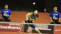 Fitriani sukses mengalahkan Hanna Ramadini, 22-24, 21-12, 21-8 di final Kejuaraan Nasional PBSI 2015.