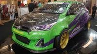 "Toyota Yaris ""Terong"" milik Eric Setyo Prabowo dinobatkan sebagai King of Yaris Show Off 2015."