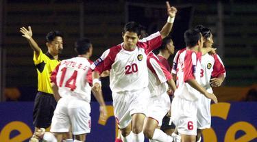 Timnas Indonesia dibawah asuhan Ivan Kolev berhasil mencukur Timnas Filipina dengan skor 13-1. Bambang Pamungkas dan Zaenal Arif paling banyak menjebol gawang Filipina dengan masing-masing empat gol. (AFP/Weda)