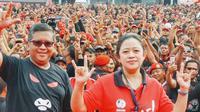 Sekjen PDIP Hasto Kristiyanto dan Ketua DPP PDIP nonaktif Puan Maharani memimpin senam pada hari kedua rakornas, Jumat (11/1/2019). (Liputan6.com/Putu Merta Surya Putra)