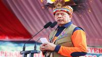 Kepala BNPB Doni Monardo bertemu dengan para tetua adat atau Ondofolo dan masyarakat adat se-Danau Sentani di Bumi Kenambai Umbai, Sentani, Jayapura, Selasa (3/9). (Dok Badan Nasional Penanggulangan Bencana/BNPB)