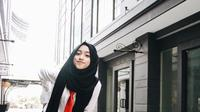 Gaya hijab yang kece seperti selebgram muda, Shirin Al Athrus. (sumber foto: @shireeenz/instagram)
