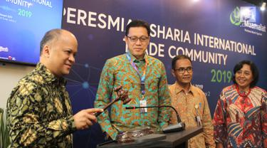 Komisaris Utama Bank Muamalat, Ilham Habibie ketuk palu pada pembukaan Sharia International Trade Community (SITC) di Jakarta, Selasa (29/1). SITC dibentuk sebagai forum komunikasi antar perbankan syariah di Indonesia.(Liputan6.com/Fery Pradolo)