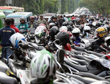 20161213-Calon Suporter Antre Tiket, Jalan Tegar Beriman Macet-Bogor