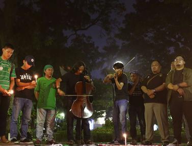 Gabungan Suporter Bola Gelar Aksi Lilin Doakan Korban Bom Surabaya