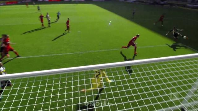 Brace Thorgan Hazard membawa Borussia M'Gladbach menang comeback 2-1 atas tim tamu Hertha Berlin dalam lanjutan Bundesliga, Sabtu ...