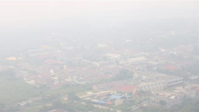 Kabut asap akibat kebakaran hutan dan lahan (karhutla) menyelimuti Riau pada Minggu (15/9/2019). (Dok Badan Nasional Penanggulangan Bencana/BNPB)