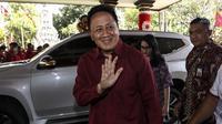 Ketua Bekraf Triawan Munaf tiba menghadiri Kongres V PDIP di  Grand Inna Beach, Sanur, Bali, Kamis (8/8/2019). Kongres V PDIP berlangsung selama tiga hari sejak tanggal 8 - 10 Agustus mendatang. (Liputan6.com/Johan Tallo)