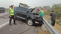 Kecelakaan maut kembali terjadi di perlintasan tol Surabaya-Mojokerto (Sumo). Peristiwa yang terjadi sekitar pukul 06.00 WIB ini, Selasa (6/11/2018). (Liputan6.com/ Dian Kurniawan).
