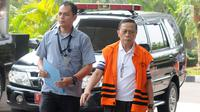 Anggota Komisi IX DPR Amin Santono saat akan menjalani pemeriksaan lanjutan di Gedung KPK, Jakarta, Senin (30/7). Pemeriksaan untuk melengkapi berkas terkait dugaan suap Dana Perimbangan Keuangan Daerah pada APBN-P TA 2018. (Merdeka.com/Dwi Narwoko)