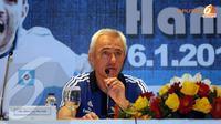 Di hadapan sejumlah wartawan di Jakarta pada 5 Januari 2014 pelatih tim Hamburg SV, Bert Van Marwijk sempat mengeluhkan jauhnya perjalanan ke Indonesia (Liputan6.com/Helmi Fithriansyah)