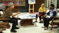 Gubernur Jawa Tengah Ganjar Pranowo bertemu dengan dua warga Boyolali.