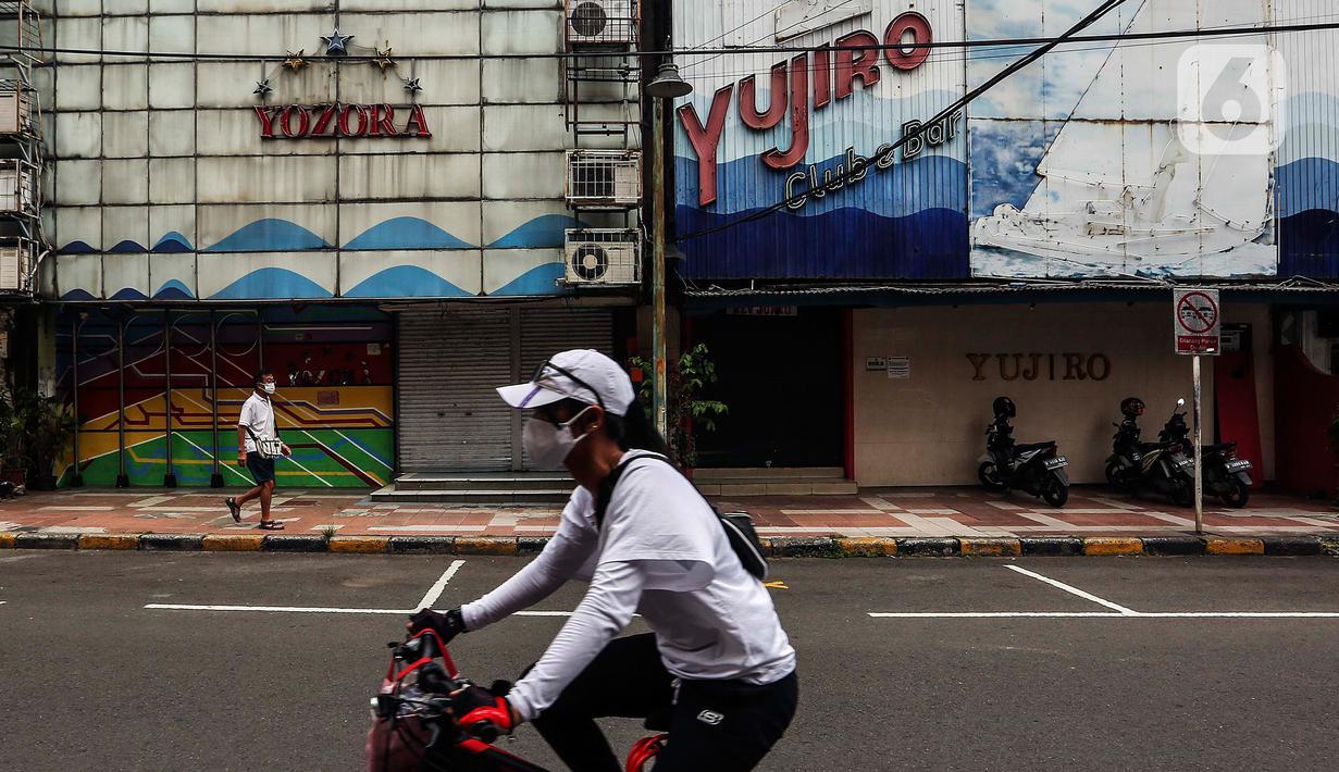 Warga beraktivitas di kawasan Blok M, Jakarta, Minggu (17/1/2021). Per data hari ini, Minggu (17/1), ada tambahan 11.287 orang terkonfirmasi Corona Covid-19. Sehingga total menjadi 907.929 kasus positif corona Covid-19 di Indonesia. (Liputan6.com/Johan Tallo)