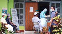 Foto : Sejumlah peserta tabligh akbar Gowa sedang menjalani pemeriksaan rapid test di  RSUD TC Hillers Maumere